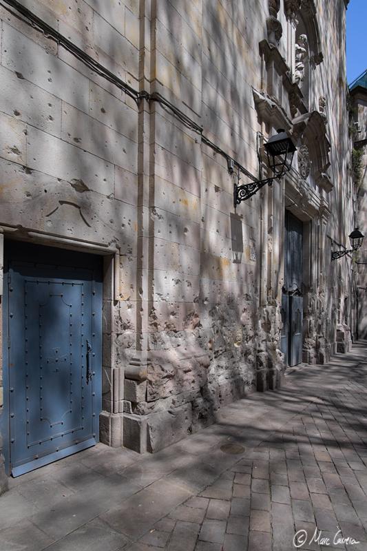 Las paredes afectadas por la metralla de los bombardeos durante la Guerra Civil Española.